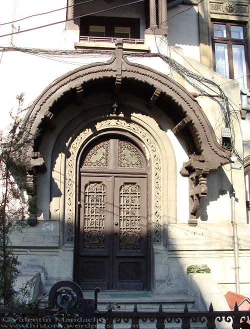 Neo-Romanian doorway, Bucharest