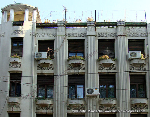 Art deco apartment block with rooftop veranda historic for Deco veranda