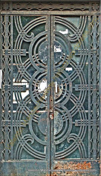 Psychedelic-like Design Art Deco Doorway | Historic Houses ...