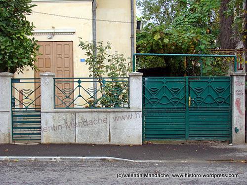 art deco street gates and fence historic houses of romania case de epoca. Black Bedroom Furniture Sets. Home Design Ideas