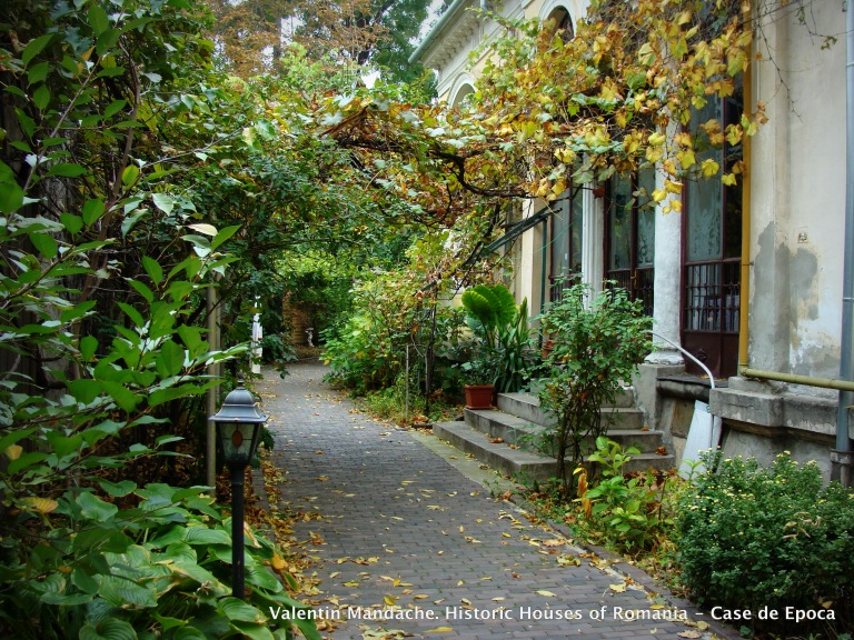 The side garden of a Little Paris style house in Icoanei area of Bucharest
